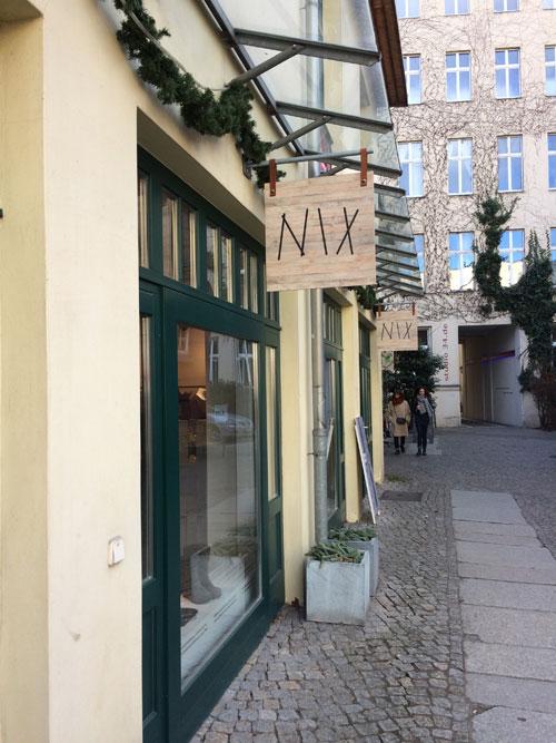 """Ladenschild """"Nix"""" in Berlin-Mitte"""